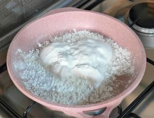 Glue and cornstarch in a skillet