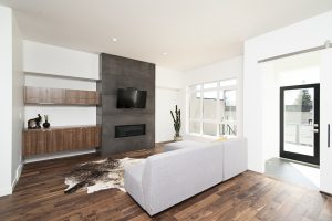 Modern living room including a white sofa on a parquet floor and in front of a black wall - Home decoration Idea