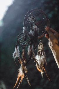 Bohemian style decorative item with feathers - Home decoration Idea