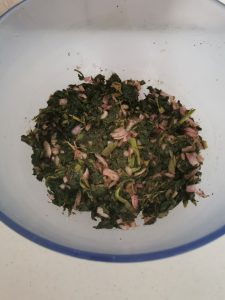 A mixture of spinach, onion and some seasonnings to serve as the filling of spinach fatayer
