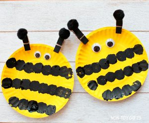 Paper plate animal craft of a bee craft for kids
